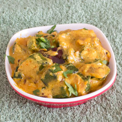 Dahi Bhindi (with gravy)